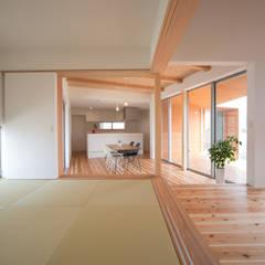 Salas multimedia de estilo ecléctico por 株式会社田渕建築設計事務所