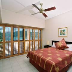 Bedroom Plantation Shutters:  Bedroom by TWO Australia
