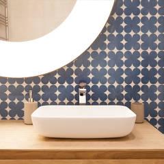 Reforma baños: Baños de estilo  de Isa de Luca