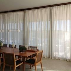 Cortinas e afins: Salas de jantar coloniais por Ateliê Lochetti