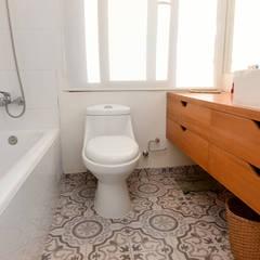 Remodelación Casa Matta: Baños de estilo moderno por ARCOP Arquitectura & Construcción