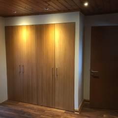Remodelación Casa Mallarauco: Walk in closet de estilo  por ARCOP Arquitectura & Construcción