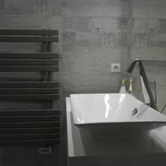 """Salle de bain """"ZEN"""": Salle de bains de style  par Harmonie&Design"""