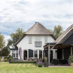 Ontwerp landelijke woning Ewijk: landelijke Huizen door Bob Romijnders Architectuur & Interieur
