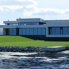 Жилой дом 780 м²: Вилла в . Автор – Morskoy Architect, Модерн Плитка