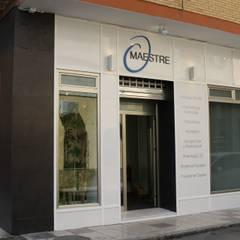 Clínicas y consultorios médicos de estilo  por SENZA ESPACIOS