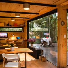 Casa Container: Salas de estar  por Giselle Wanderley arquitetura