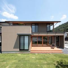 Rumah tinggal  by TEKTON | テクトン建築設計事務所