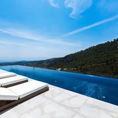 Infinity pool by CONCEPTO PROYECTOS DE ARQUITECTURA