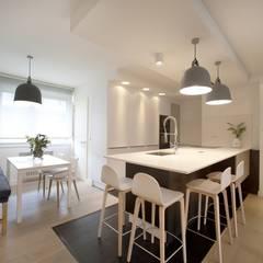 Reforma de piso con vistas: Cocinas de estilo  de Sube Susaeta Interiorismo
