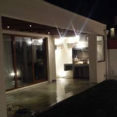 Terraza y Quincho casa Mediterranea: Terrazas  de estilo  por MAS, Montoya Arquitectura Sustentable