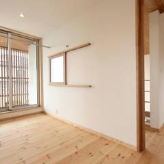 趣味を楽しむ土間の家: TEKTON | テクトン建築設計事務所が手掛けたサンルームです。