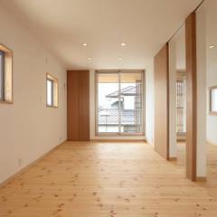 趣味を楽しむ土間の家: TEKTON | テクトン建築設計事務所が手掛けた子供部屋です。