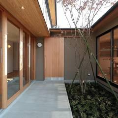 Rumah oleh TEKTON | テクトン建築設計事務所, Eklektik