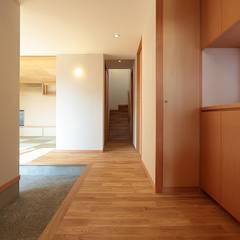 راهرو by TEKTON | テクトン建築設計事務所