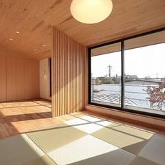 リビング: TEKTON   テクトン建築設計事務所が手掛けたリビングです。