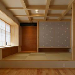 KA 邸: デザイン・ラボ 一級建築士事務所が手掛けた和室です。