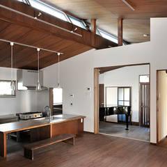 O邸: デザイン・ラボ 一級建築士事務所が手掛けたダイニングです。