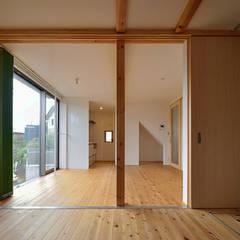 K邸: デザイン・ラボ 一級建築士事務所が手掛けたサンルームです。