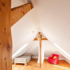 Stadthaus Rosenheim: klassische Kinderzimmer von Architekturbüro Schaub