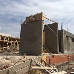 Casa SC: Paredes de estilo  por Development Architectural group