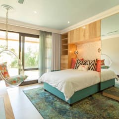 ​House Ramchurran :  Bedroom by Redesign Interiors