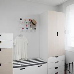 [마이너스옵션 인테리어] 라이프스타일에 맞춘 특별한 구조, 롯데캐슬 골드파크 35평_이사후: 홍예디자인의  어린이용 침실