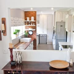 ​House de Goede :  Kitchen units by Redesign Interiors