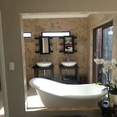 Honeydew:  Bathroom by A Fox Construction SA Pty Ltd,
