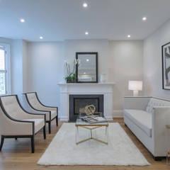 Glen Rd:  Living room by Contempo Studio
