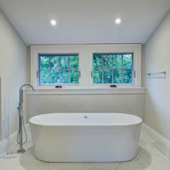 Glen Rd:  Bathroom by Contempo Studio