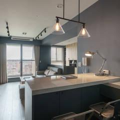 ห้องนั่งเล่น by E&K宜客設計