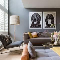 Biały shutters w salonie: styl , w kategorii Salon zaprojektowany przez Gama Styl