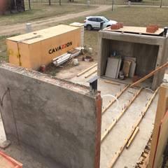 Muros y escaleras de Hormigón Armado Visto: Paredes de estilo  por Development Architectural group