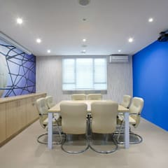Space TV offices :  Commercial Spaces by BHD Interiors