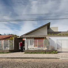 Lean-to roof by Ramella Arquitetura,