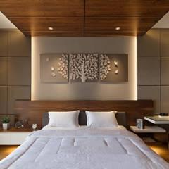 DL Residence: Kamar Tidur oleh INERRE Interior,