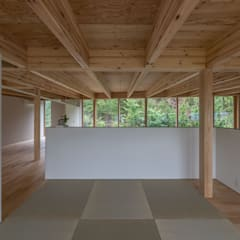 畳スペース: 武藤圭太郎建築設計事務所が手掛けた和室です。