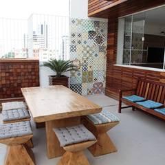 Terraço: Terraços  por Studio Bossa Decoração de Interiores