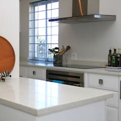 somerset Park home :  Kitchen by BHD Interiors,
