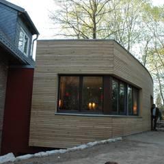 Haus Reichenbach:  Holzhaus von Zahra Breshna Consulting
