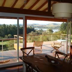 Casa de fazenda: Casas do campo e fazendas  por Angelucci Arquitetura