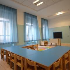 Pavimento laminato in HPL in una scuola di Roma: Scuole in stile  di Soloparquet Srl