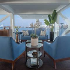 Sala de espera del restaurante / Restaurant waiting room: Yates y jets de estilo  por Lores STUDIO. arquitectos