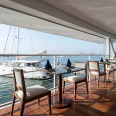 Vista desde el restaurante / Restaurant view : Yates y jets de estilo  por Lores STUDIO. arquitectos