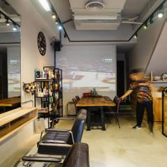 Espacios comerciales de estilo  por 見和空間設計
