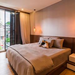 Budisari Residence: Kamar Tidur oleh ARCHID,