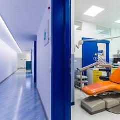 studio dentistico: Cliniche in stile  di ADIdesign*  studio