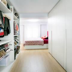 VESTIDOR DORMITORIO: Dormitorios de estilo  de NUVART