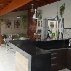 اتاق نشیمن توسطAmbiento Arquitetura